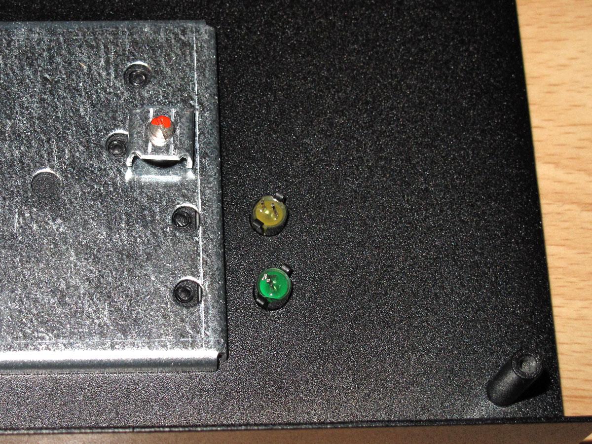 ondra_case_replica_inside_kbd_detail_LEDs
